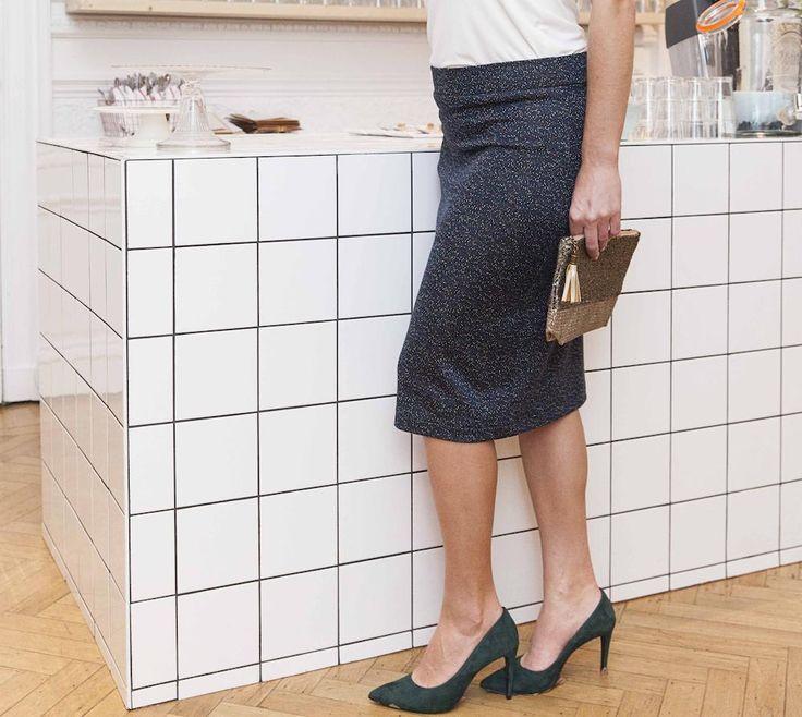 Ben jij handig met naald en draad of zette je recent de eerste stappen in de naaiwereld? Vanaf vandaag ligt de nieuwespecial van La Maison Victor, het online fashion label voor eigentijdse mode, in de winkel. Een handige leidraad wanneer je bijvoorbeeld eigen kledingstukken gaat ontwerpen, zoals deze trendy kokerrok. Gespot op de Libelle Winterfair …