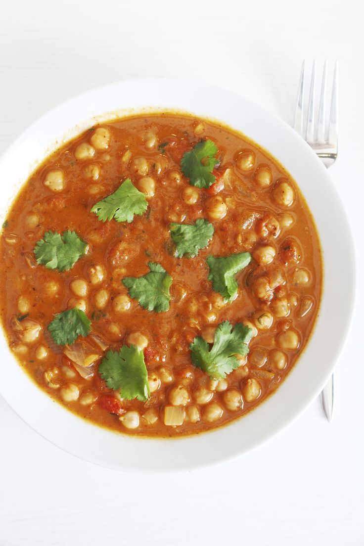 Chana masala, a classic North Indian vegetarian dish, is a delicious way to boost your intake of protein and fibre-rich chickpeas. This recipe, cooked in a delicious broth of tomatoes, onions and traditional Indian spices, will be a hit with vegetarians and meat eaters! Serve it with a small piece of naan bread or steamed brown rice. Nutrition: 188 calories, 6 g protein, 6 g fibre per serving.