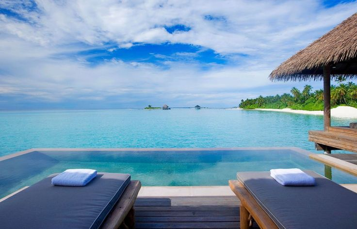 10 Best Paradise Luxury Resorts in Maldives: Infinity Pool
