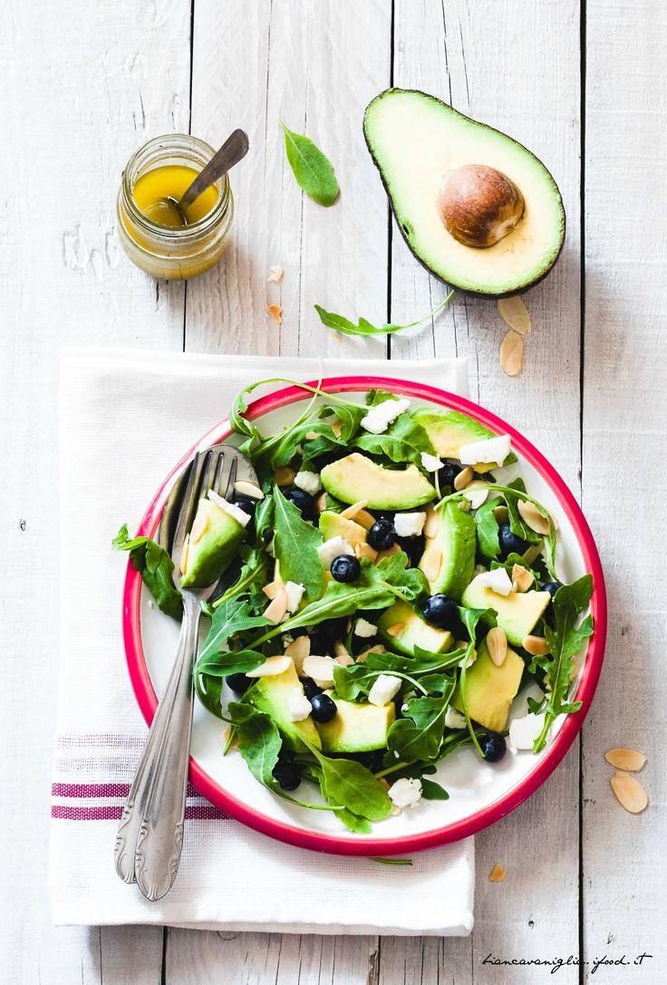 insalata di rucola, avocado, feta e mirtilli (2)
