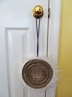 Make it easy crafts: Easy recycled hanging cat scratcher #catsdiyperch
