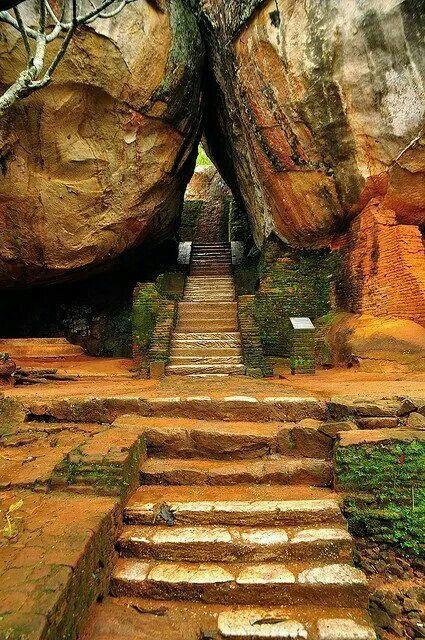 岩トンネル、キース経由スリランカ写真