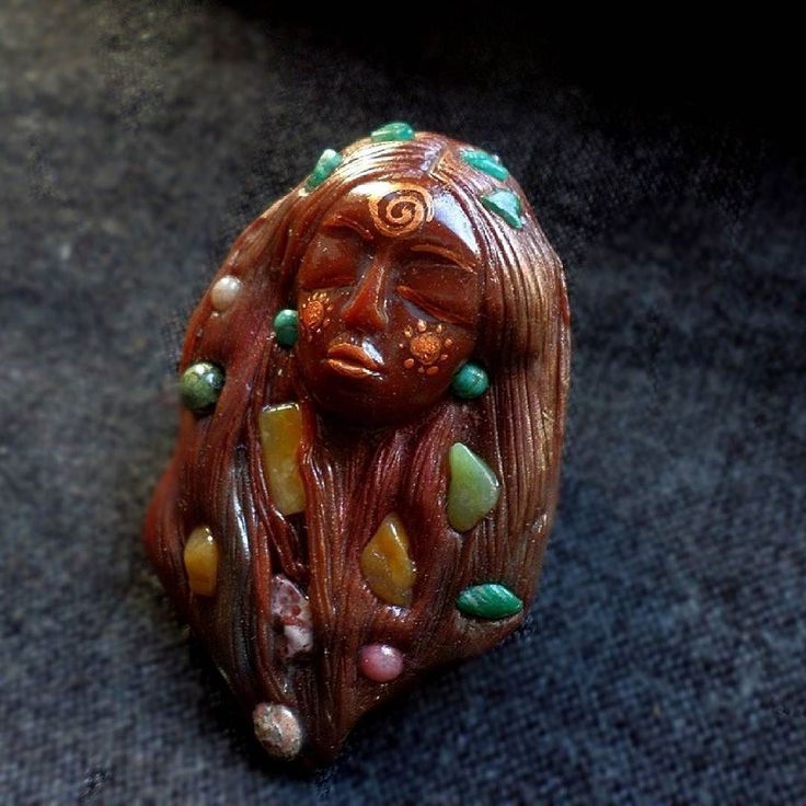 Just added this beautiful Earth Mother Goddess in my store. You can order this either as a statement brooch pin or a pendant. She has been sculpted from clay and adorned with various gemstones such as aventurine and jade. . . . . . #witchesofinstagram #keepsake #goddessart #witchythings #artistofinstagram #crystaljewelry #meaningfuljewelry #bohojewelry #gemstones #minerals #wearableart #etsyjewelry #artisanjewelry #earthgoddess #artisan #sacredgoddess #naturespirit #zbesties #clayart…
