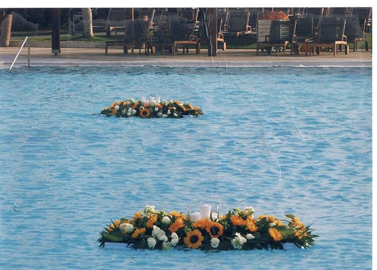 #pool#arrangment#sunflowers#roses