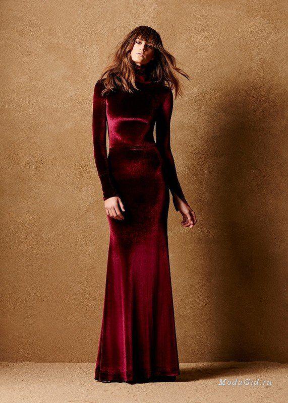 Бархат - один из самых модных материалов сезона осень-зима 2016-2017. Дизайнер Caroline Hayden создала из этой роскошной ткани вечерние платья, комплекты для красной ковровой дорожки и даже свадебные платья.