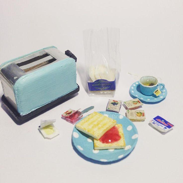 I love butter and jam single packets so much,and toast without crust 超喜歡單片包裝的奶油和果醬  還有吐司要去邊喔  #miniature #handmade #clay #toast #toaster #butter #jam #ミニチュア #ミニチュアフード #トースト #トースター #バター #ジャム #手作り #手作 #粘土 #樹脂黏土 #迷你 #袖珍 #微縮  #吐司 #烤吐司機 #奶油 #果醬 #미니어쳐