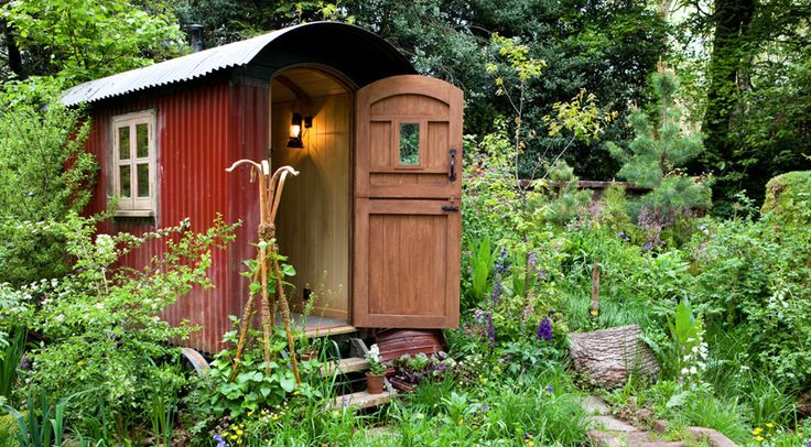 Writers' hut inspired by Thomas Hardy, displayed at the Chelsea Flower Show 2012. I love this so much that I might have to move to England.