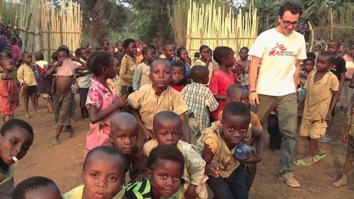 Jean-Baptiste Lacombe a toujours voulu faire du travail humanitaire. Spécialiste de la logistique, il s'est retrouvé en mission dans des situations de crise aux quatre coins du monde avec Médecins sans frontières, La Croix-Rouge internationale et Oxfam Québec.Date de diffusion: 26 janvier 2016