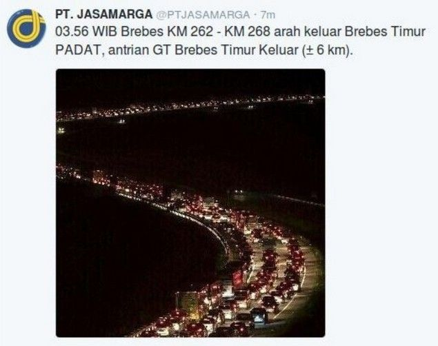 "Macet Terparah Era Jokowi Netizen: Pemerintah Gagal Total Mengawal Mudik Lebaran 2016  [portalpiyungan.com] Macet mudik Lebaran tahun ini dinilai oleh pemudik sebagai macet terparah. Hal ini terjadi di jalur pantura baik tol maupun jalur umum. Macet total di kawasan Tol Kanci-Pejagan daerah exit Tol Brebes hingga berkilo-kilo kendaraan tak bergerak ""Parkir Berjamaah"". Banyak kendaraan yang akhirnya kehabisan bahan bakar karena macet parah berjam-jam. Jumat (1/7) seorang pemudik menuturkan…"