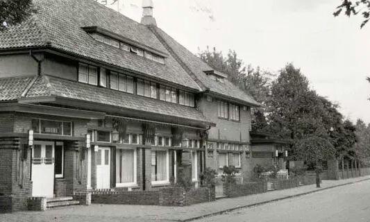 Het Groenendal destijds aan de Willem de Clerqstraat waar nu het crematorium staat ongeveer. Verwoest door een brand en later gesloopt.