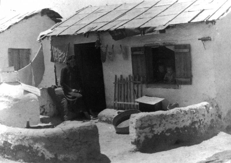 Εικόνες από τις πρώτες εγκαταστάσεις στους συνοικισμούς γύρω από την Αθήνα…