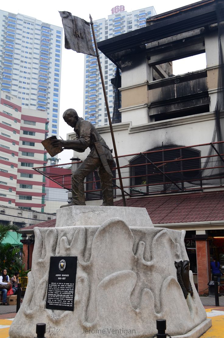 Gat Andres Bonifacio monument from the vicinity of Tutuban Center Mall in Divisoria