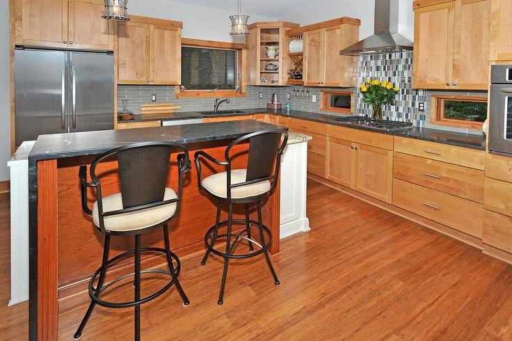 Casco Point island and kitchen design
