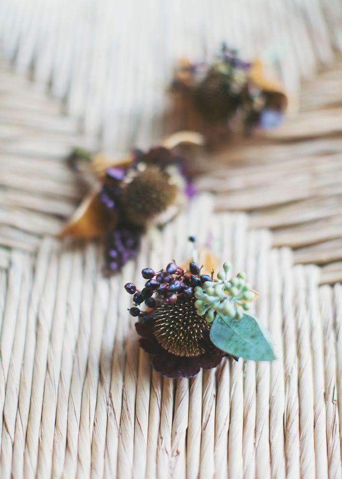Fall // winter // wedding // castanjes // herfst // bruiloft // greenery // corsages