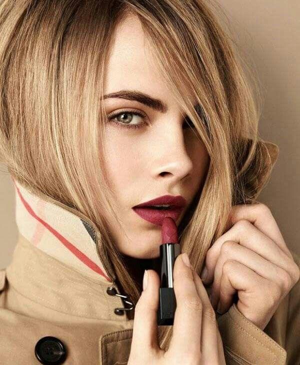 Hola, mirad qué bonito queda la barra de color granate Marsala. Podéis ver más sobre este maquillaje en: http://genialmentechic.blogspot.com.es