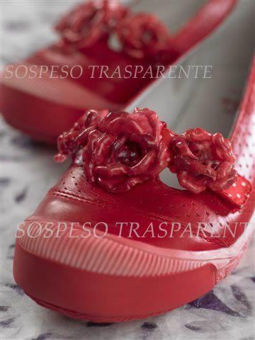 А вы знали, что в технике Sospeso Trasparente можно задекорировать даже любимые туфельки?:-)