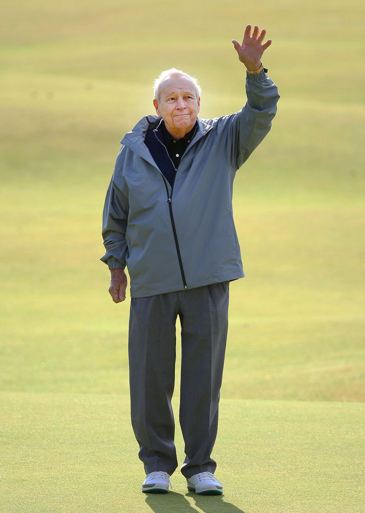Arnold Palmer of the U.S. waves to the crowd as he stands on the 18th green during the Champion Golfers' Challenge tournament St. Andrews, Scotland July 15.