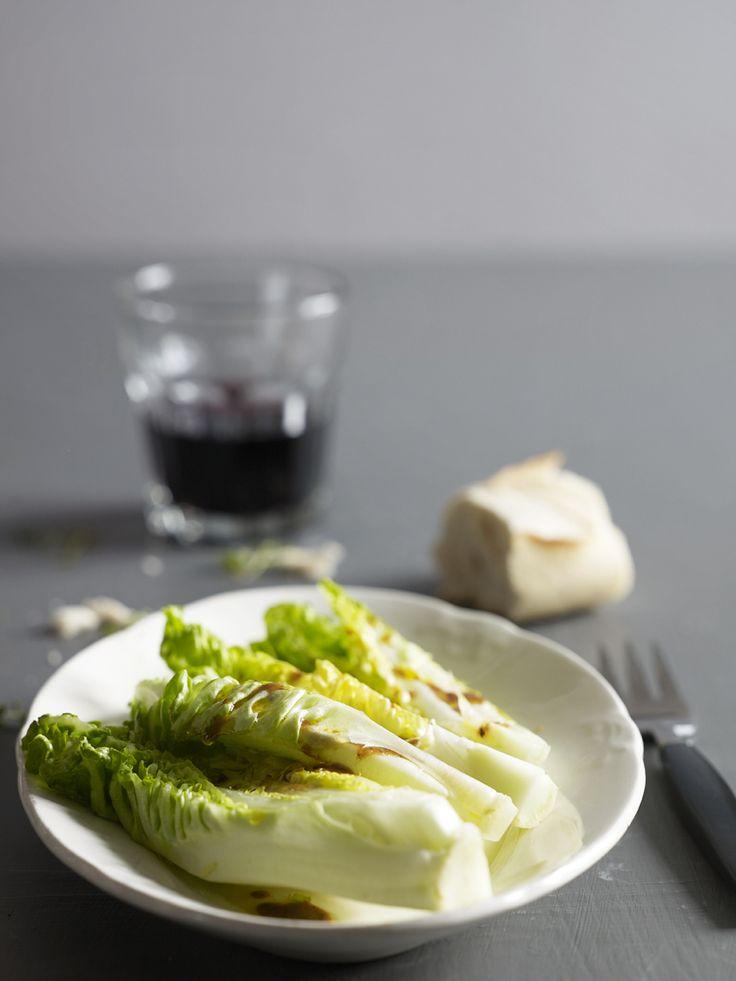 Bilde og oppskrift på hjertesalat med vinaigrette. Tapas fra Rioja-regionen med Tempranillo fra Faustino. Food styling.
