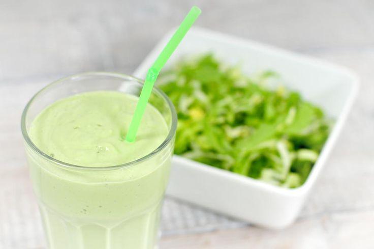 *groene andijvie smoothie! Voorgesneden andijvie - 1 grote hand uit de zak Avocado - 1 Banaan - 1 Melk - 300 ml