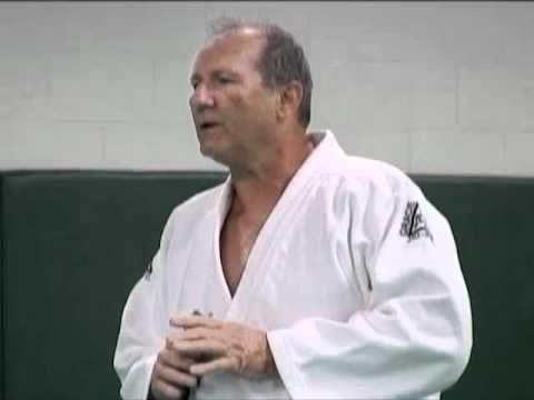 HILARIOUS!!! Ed O'Neill's VERY First Class at the Gracie Jiu-Jitsu Academy