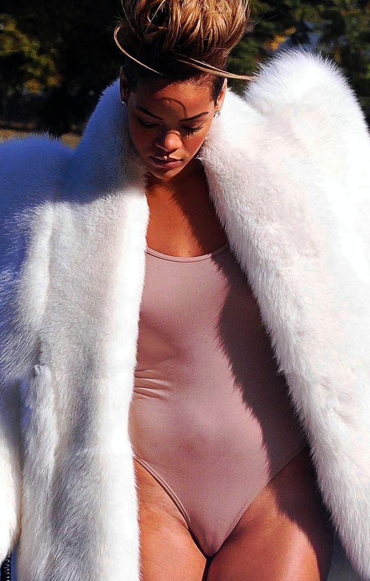 Rihanna Fat Pussy 17