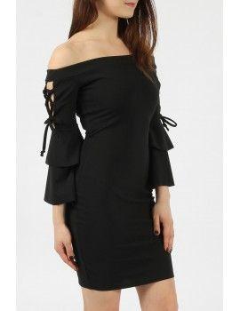 Εφαρμοστό φόρεμα με ανοιχτούς ώμους και μανίκια με βολάν