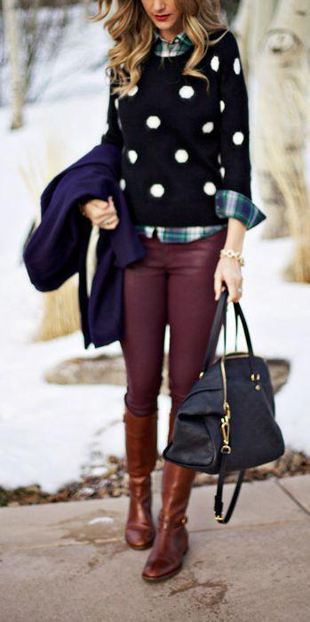 Acheter+la+tenue+sur+Lookastic:  https://lookastic.fr/mode-femme/tenues/manteau-pull-a-col-rond-chemise-de-ville-jean-skinny-bottes-hauteur-genou-sac-fourre-tout/4105  —+Bottes+hauteur+genou+en+cuir+brunes+ —+Sac+fourre-tout+en+cuir+noir+ —+Jean+skinny+bordeaux+ —+Manteau+bleu+marine+ —+Pull+à+col+rond+á+pois+noir+et+blanc+ —+Chemise+de+ville+écossaise+bleue+marine+et+verte+
