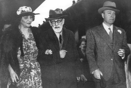 .. l'ambassadeur des Etats-Unis William C.Bullit accueillant Sigmund Freud ..