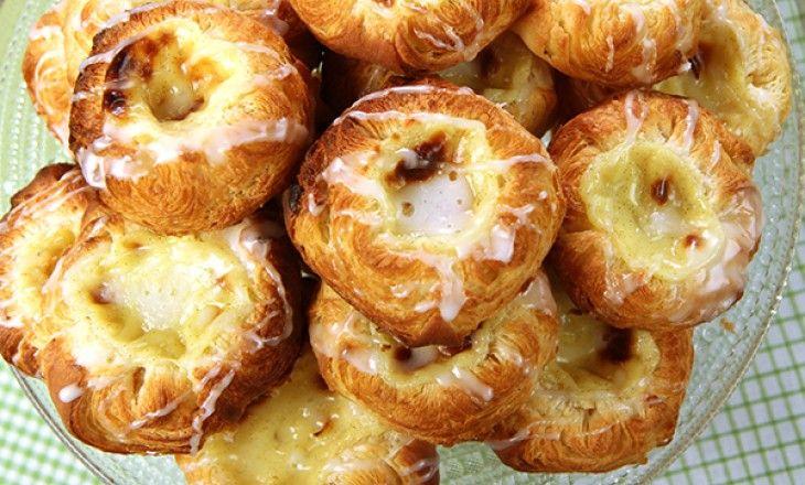 Hemgjorda frasiga wienerbröd fyllda med ljuvlig vaniljkräm - tålamodskrävande men också helt otroligt gott.