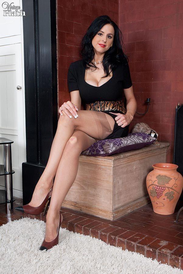 Asian Big Tits Rubs Herself to Orgasm - mywebcamfantasy