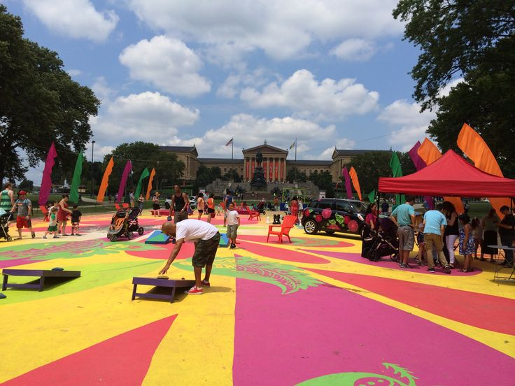 Why not play Baggo at the Oval Park? Majestic view of the Philadelphia Art Museum.