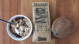 Test: Amanprana Cocos kokosmeel glutenvrij en bomvol vezels Geschreven door Marjan van Delden voor Eigenwijs Blij.  Toen binnen het blogteam de mail werd verspreid met de vraag wie Amanprana Cocos kokosmeel wilde testen heb ik me spontaan aangemeld. In de zomerperiode heb ik me namelijk regelmatig vergrepen aan kokosnoten dus ik vond het wel een mooie combinatie. Zou de smaak hetzelfde zijn en hoe zou ik dit kunnen gebruiken in mijn dagelijkse eetpatroon ik ben namelijk niet zo bakker van…