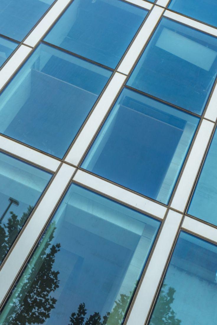 Unsere Blaulich Getonte Uv Schutzfolie Blue Vision 20x Hc Dient Zur Aussenmontage Und Bietet Einen Starken Sonnenschutz I In 2020 Fensterfolien Glasfassade Fensterfolie
