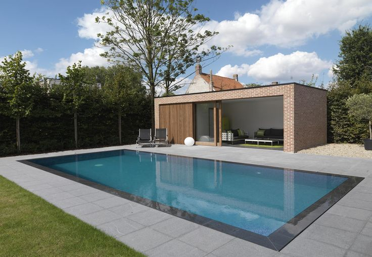 Overloopzwembad met poolhouse