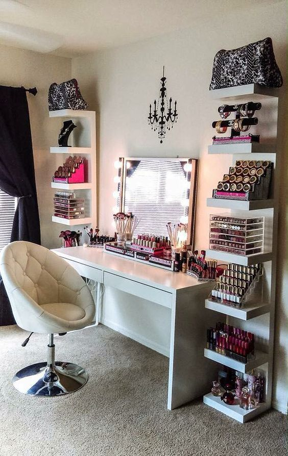 Love the lighting w/ vanity mirror!
