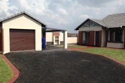 215m² 3 Bedrooms with Garage
