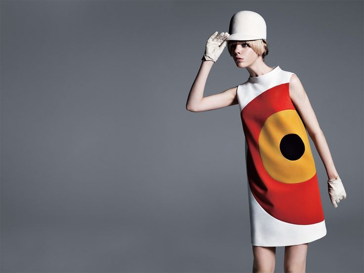 I made one a bit like this for Marie's party - red with black circle - Pierre Cardin