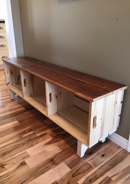 * banc fait a partir de caisses de bois