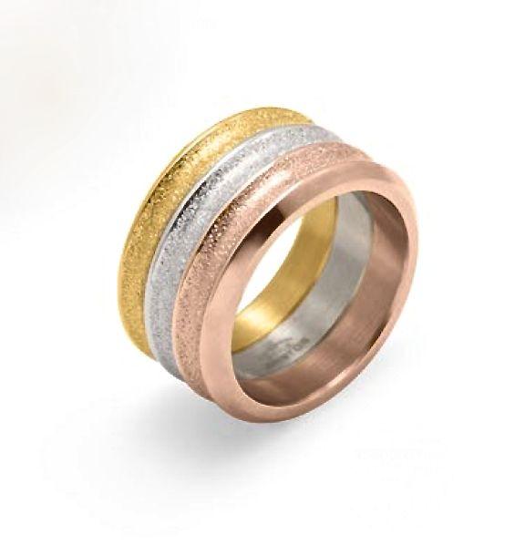 Con este #anillo de #acero bañado en #oro rosa y amarillo, tus manos lucirán divinas allá donde vayas…. ¿no crees?