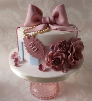 Start your own Wedding Cake Business! http://cakestyle.tv/products/wedding-cake-busines-serie/?ap_id=weddingcake - Hat's box with topknot and roses #WeddingCake
