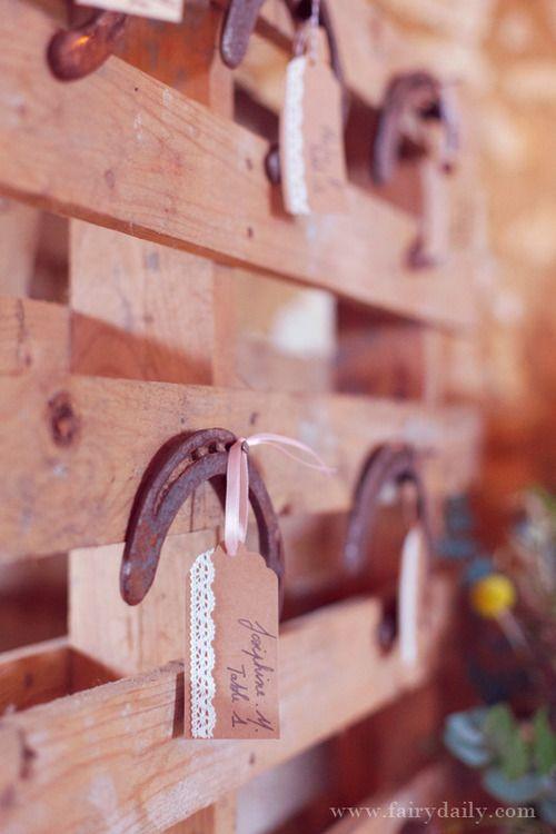 La Mariée en Colère  http://lamarieeencolere.com/post/33881756233/decoration-rustique-chic#