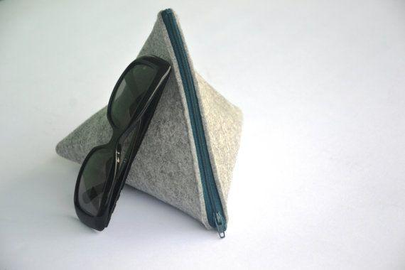 VBag. Borsetta a triangolo in feltro con cerniera. di piBase. Scoprila anche su www.etsy.com/shop/pibase