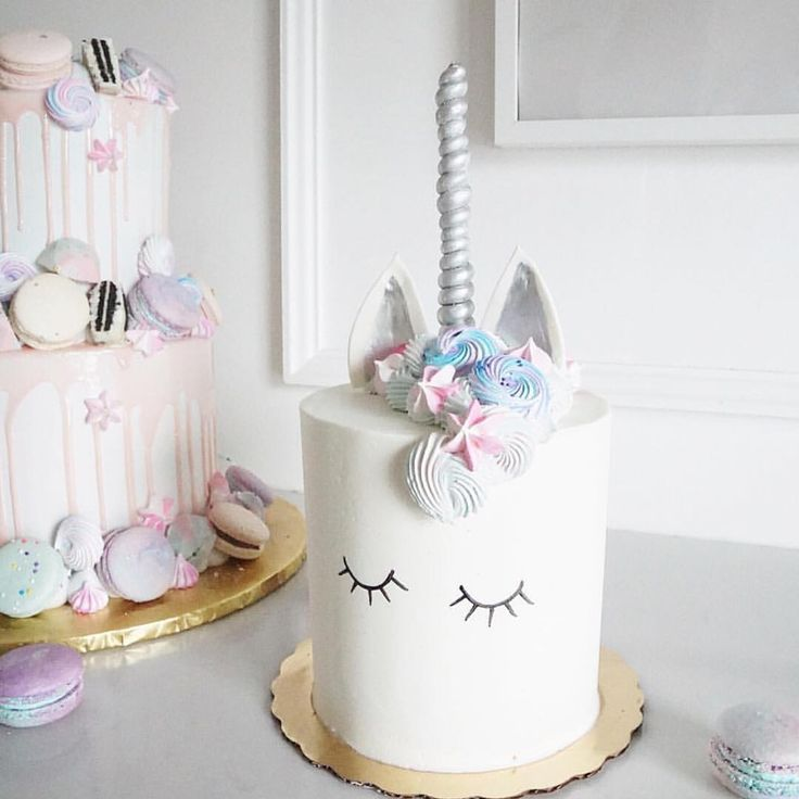 You're not #dreaming - it's  real !  #unicorndreams #cake @jennaraecakes  #OPBCo