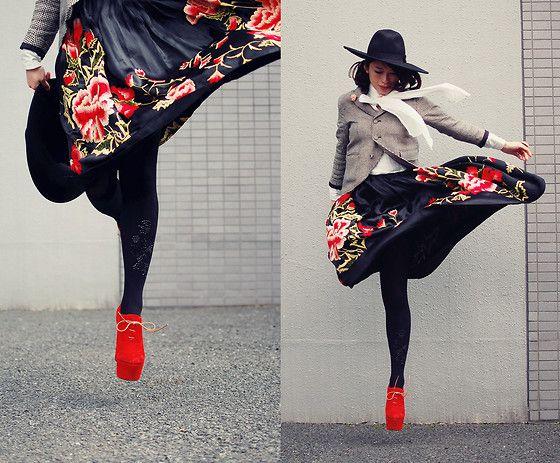 Vintage Skirt, Bebaroque Tights