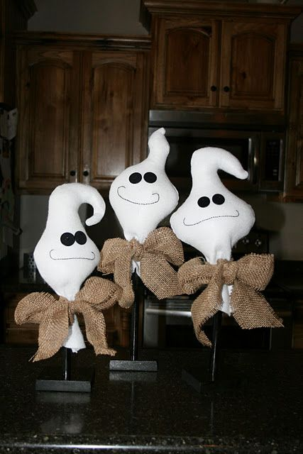 diy Too Cute To Spook Ghosts w/Instructions: Halloween Decor, Ghosts W Instructions, Halloween Crafts, Spook Ghosts, Felt Ghosts, Halloween Ghosts, Halloween Fal, Sewing Machine, Halloween Ideas