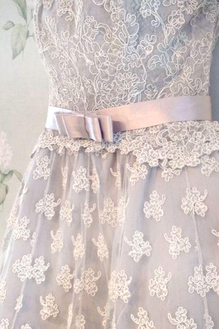 Il rosa quarzo è una tonalità di rosa perfetta per le tue nozze romantiche e spensierate. Con un tocco di oro, l'evento prende subito una piega hollywoodiana. Per il tuo giorno, scegli tra i nostri abiti quello per le tue damigelle, amiche o per la mamma, saranno perfette per il tuo ROSE QUARTZ WEDDING.  …