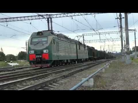 Электровоз 2ЭС4к-018 с грузовым - YouTube