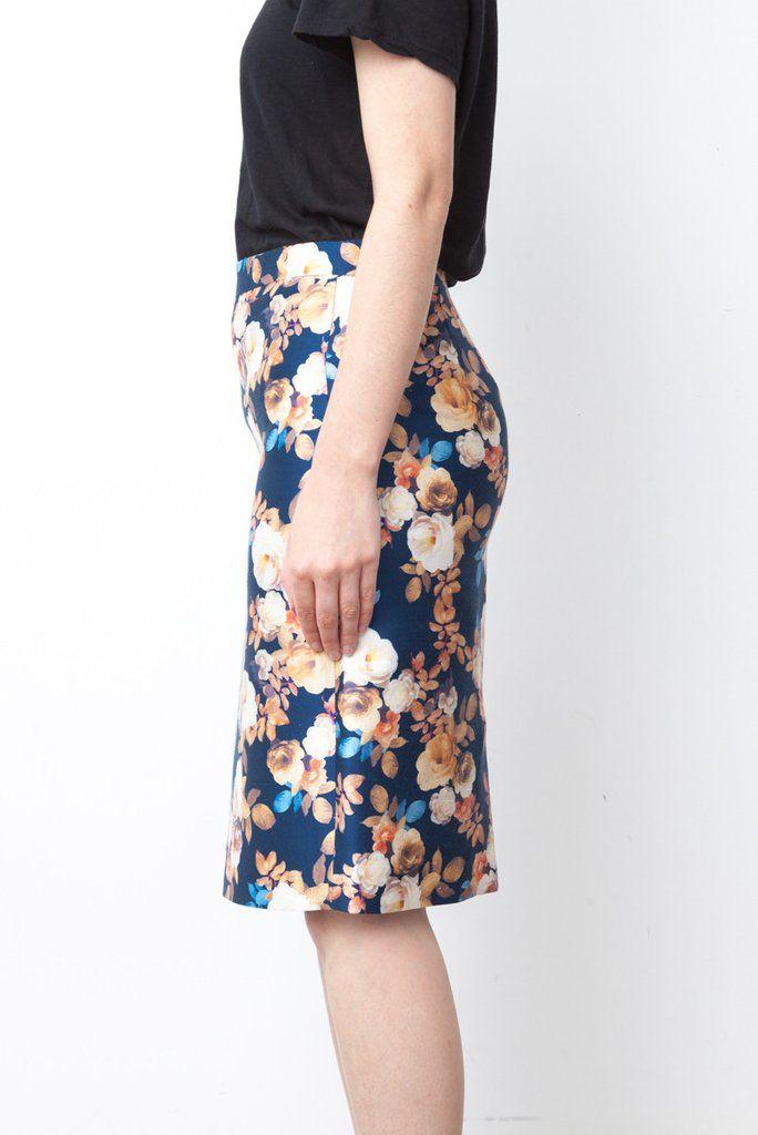 Jupe bleue fleurie