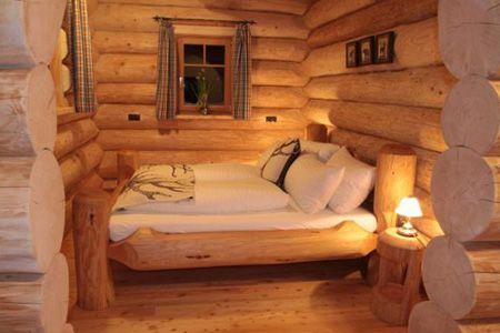 Ein traditionelles Naturstammhaus/Blockhaus nach kanadischer Bauart von Team Kanadablockhaus bietet die einzigartige Wohnatmosphäre dieses natürlichen Werkstoffes.