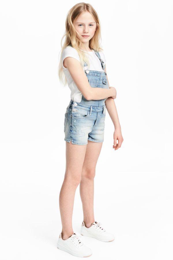 acaa385625d Denim Bib Overall Shorts   Light denim blue   Kids   H&M US ...